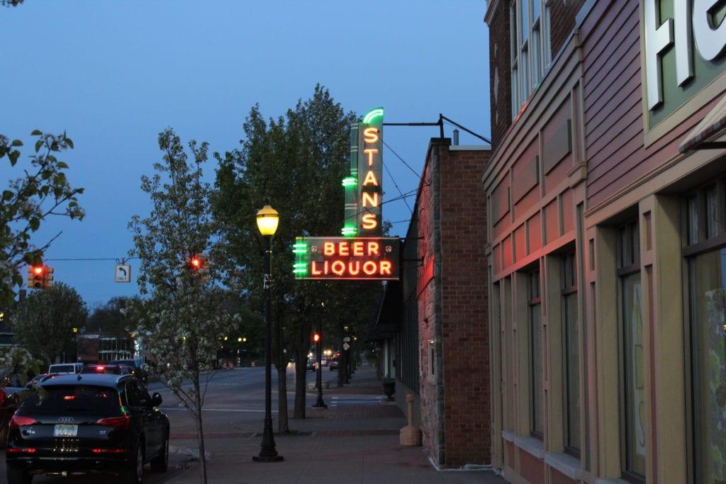 Stans Beer Liquor neon blade sign