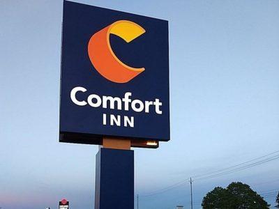 Comfort Inn Pylon Sign