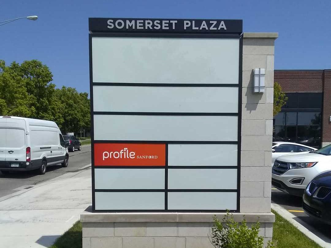 Somerset Plaza Monument Sign with Blank faces Vacant store