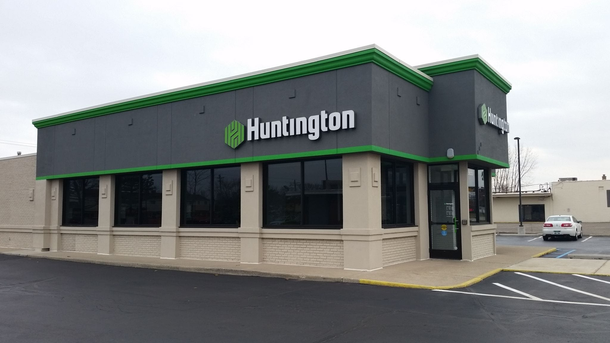Huntington Bank Channel Letters with Green Logo